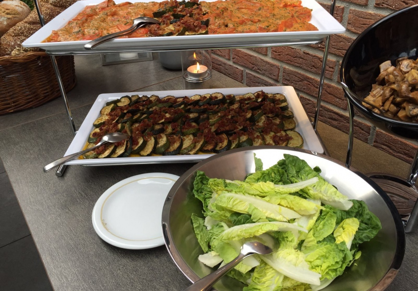 unser BBQ Buffet - ein Highlight in den Sommermonaten